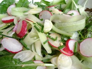Pittige salade met mosterddressing